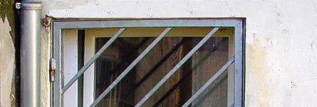 metallarbeiten sicherheit und einbruchschutz gittert r und fenster zum hof. Black Bedroom Furniture Sets. Home Design Ideas
